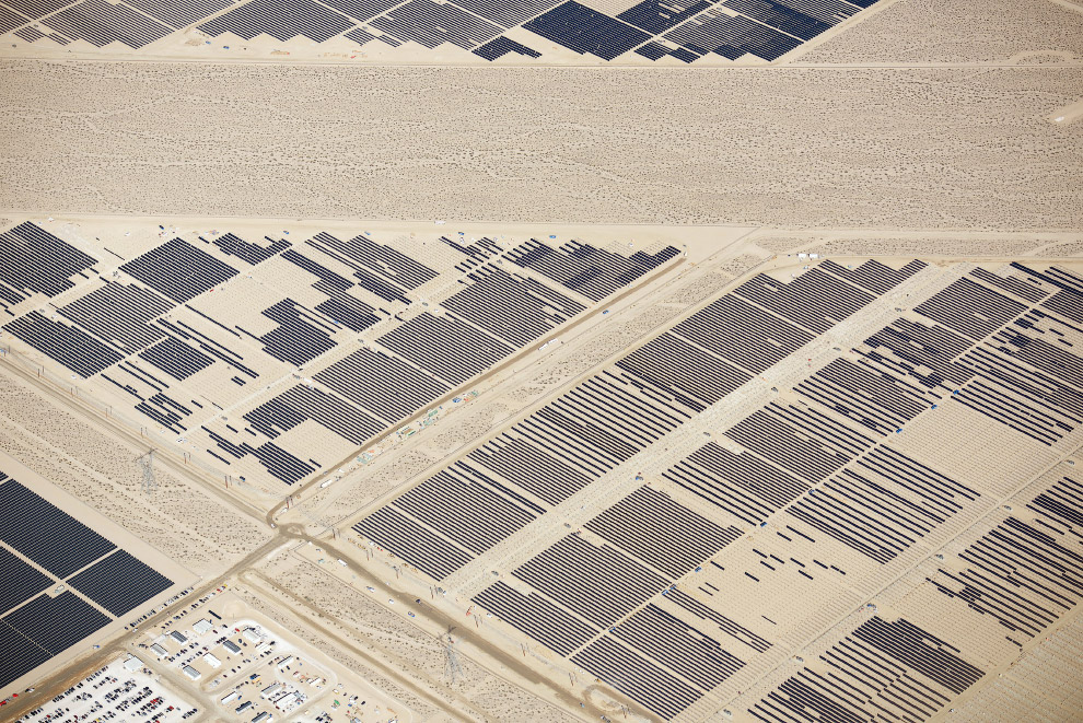 Солнечные панели в пустынях Калифорнии и Невады