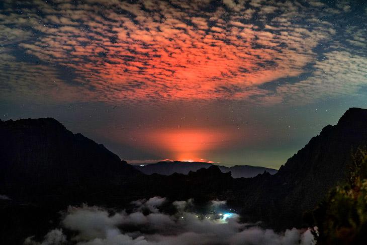 Знакомьтесь, это щитовой вулкан Питон-де-ла-Фурнез
