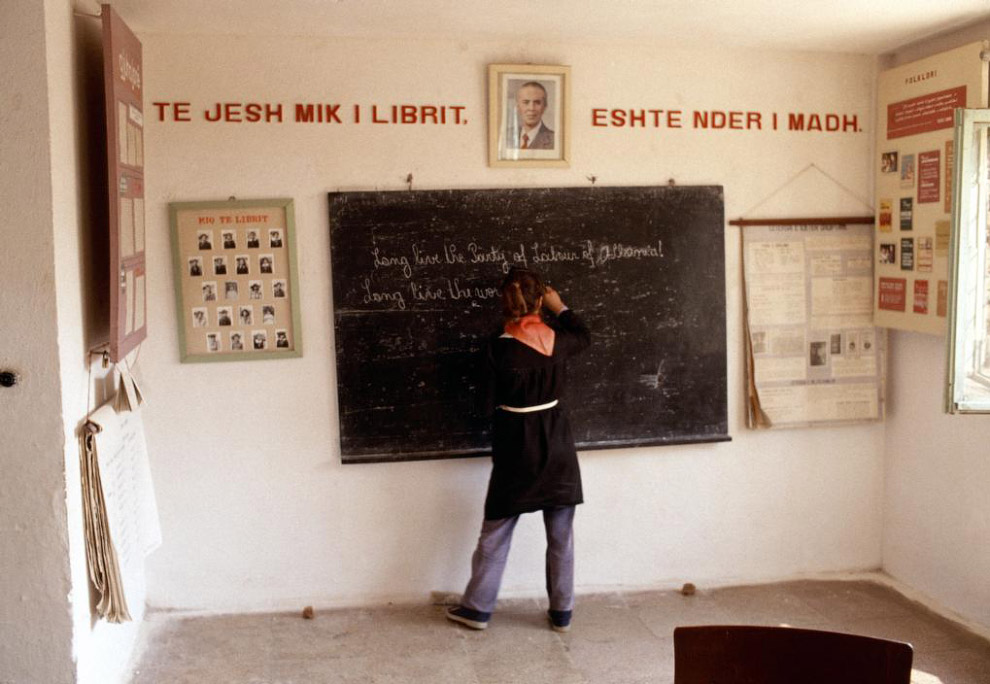 В каждом школьном классе портрет Энвера Ходжи: