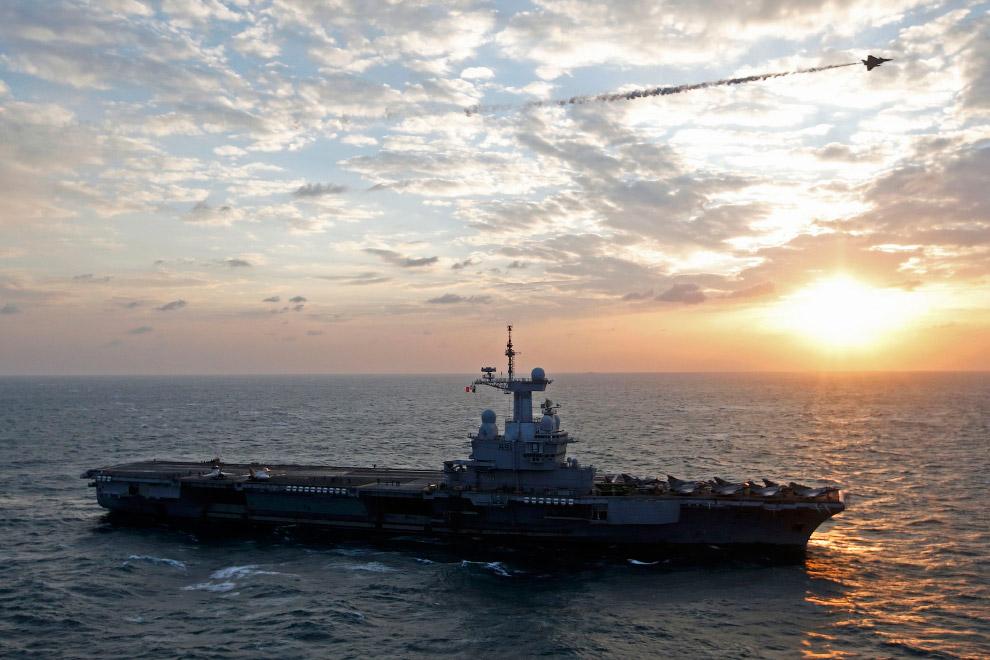 Авианосец Шарль де Голль в Персидском заливе