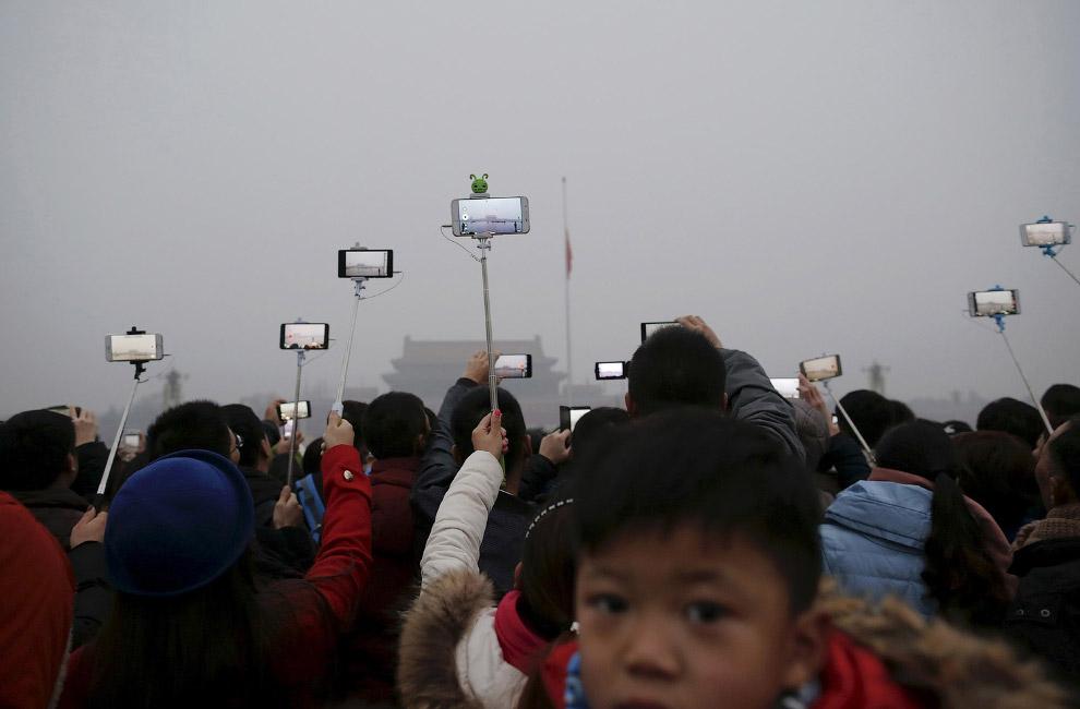 Церемонии поднятия флага на площади Тяньаньмэнь в Пекине