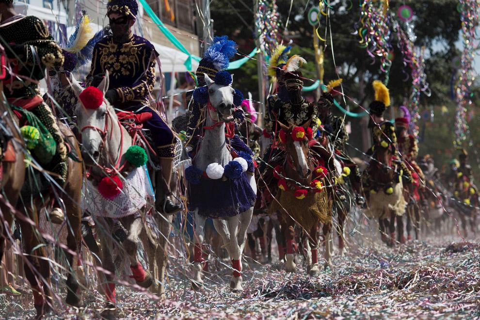 Традиционный карнавал на лошадях в Бразилии