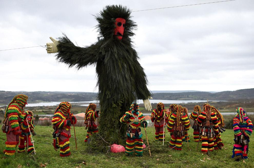 Карнавал на северо-востоке Португалии и гигантское чучело