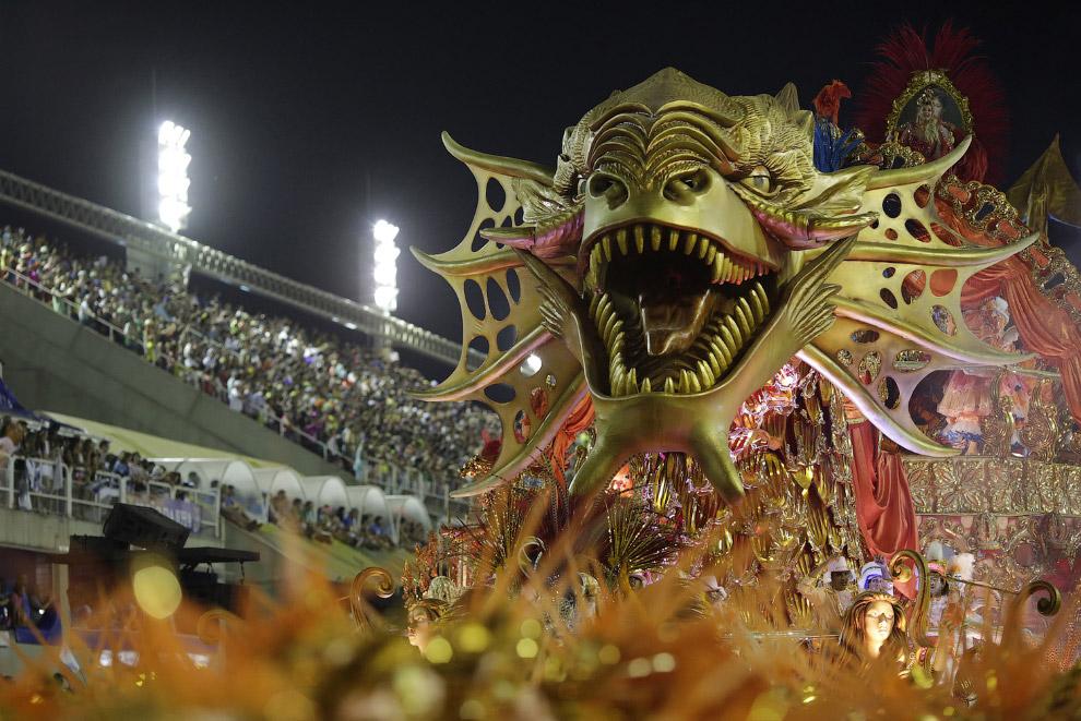 Самый красочный и самый знаменитый карнавал в мире проходит, разумеется, в Рио-де-Жанейро