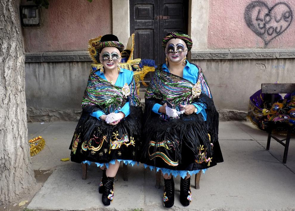 Участницы карнавального шествия в Боливии