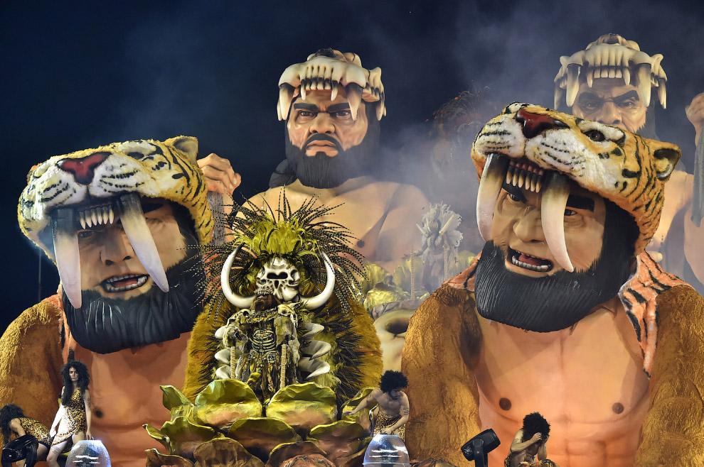 Масштабное карнавальное шествие в Сан-Паулу, Бразилия