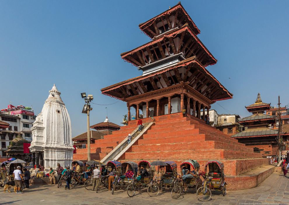 Храм Trailokya Mohan Narayan