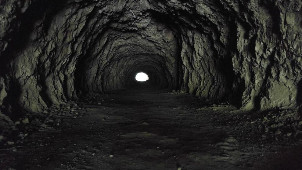 Второе место в категории «Исследователи» досталось 8-летнему фотографу из Болгарии, снявшему свет в конце тоннеля