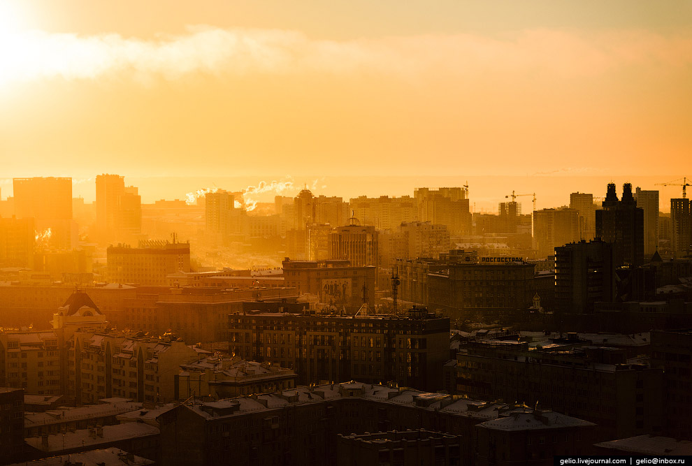 Город просыпается.