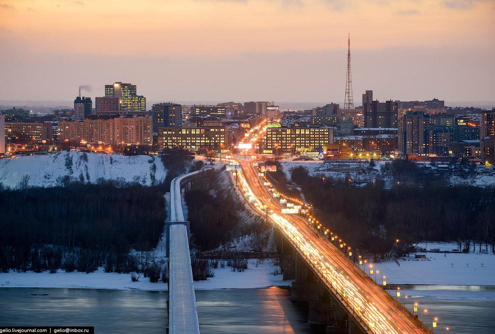 Дамба Октябрьского моста, переходящая в проспект Маркса.