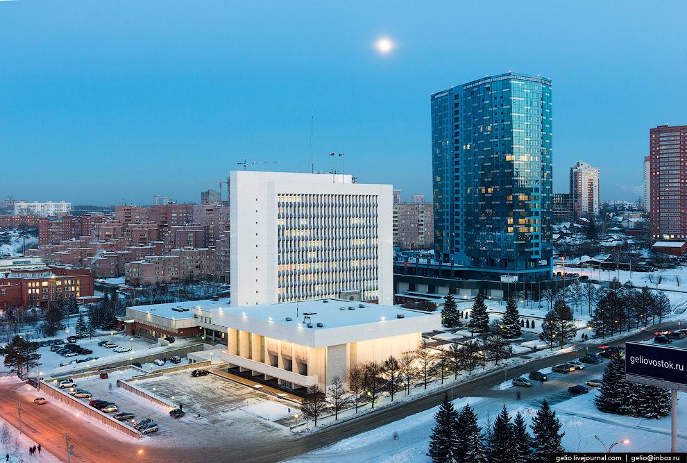Законодательное собрание Новосибирской области и ЖК «Статус».