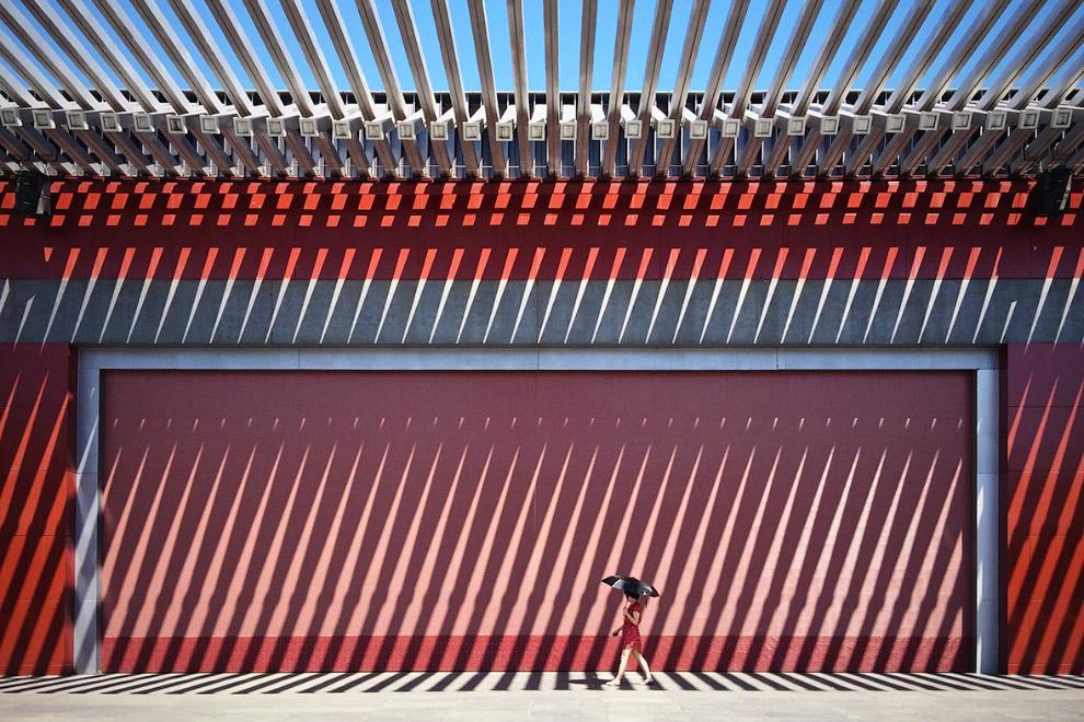 Дама в красном, Китай