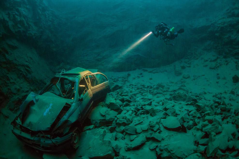 Затонувший автомобиль около Чепстоу, Уэльс