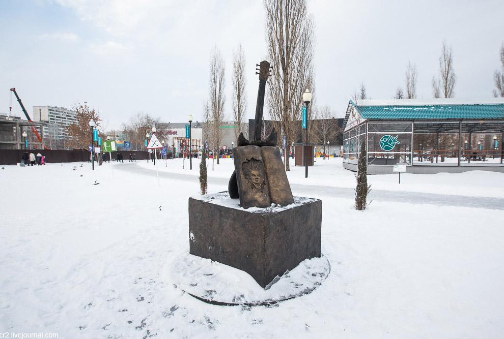 памятник лидеру группы «Король и Шут» Михаилу Горшеневу (Горшку)