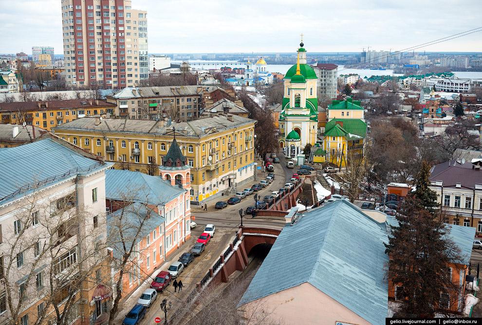 Каменный мост — «горбатый» мост у пересечения улиц Карла Маркса и Чернышевского.