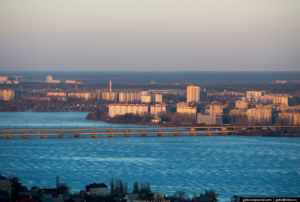 Северный мост — двухуровневый автомобильно-трамвайный мост через Воронежское водохранилище.