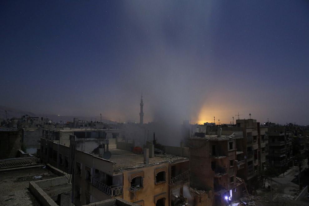 В категории «Горячие новости» победила серия снимков Самира Аль-Думи «Последствия авиаударов в Сирии», сделанная в Думе