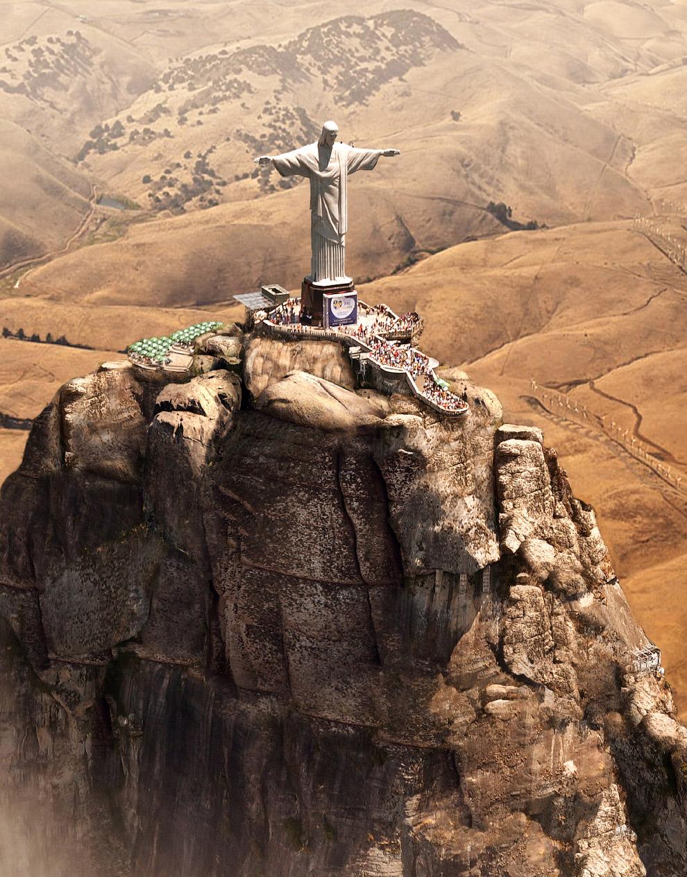 Статуя Христа-Искупителя во время засухи в Рио-де-Жанейро, Бразилия