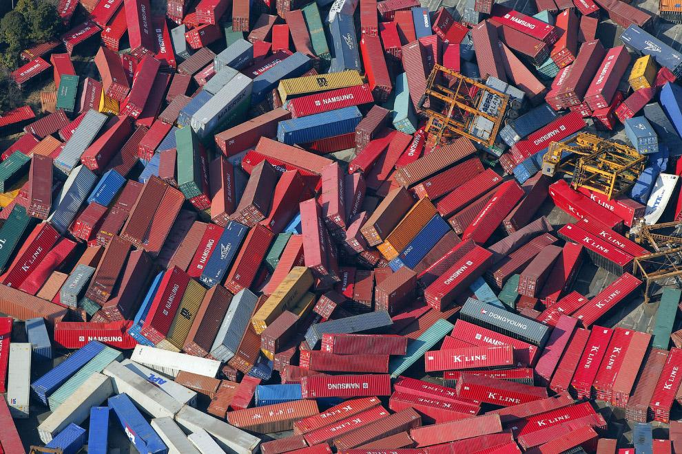 Свалка из контейнеров