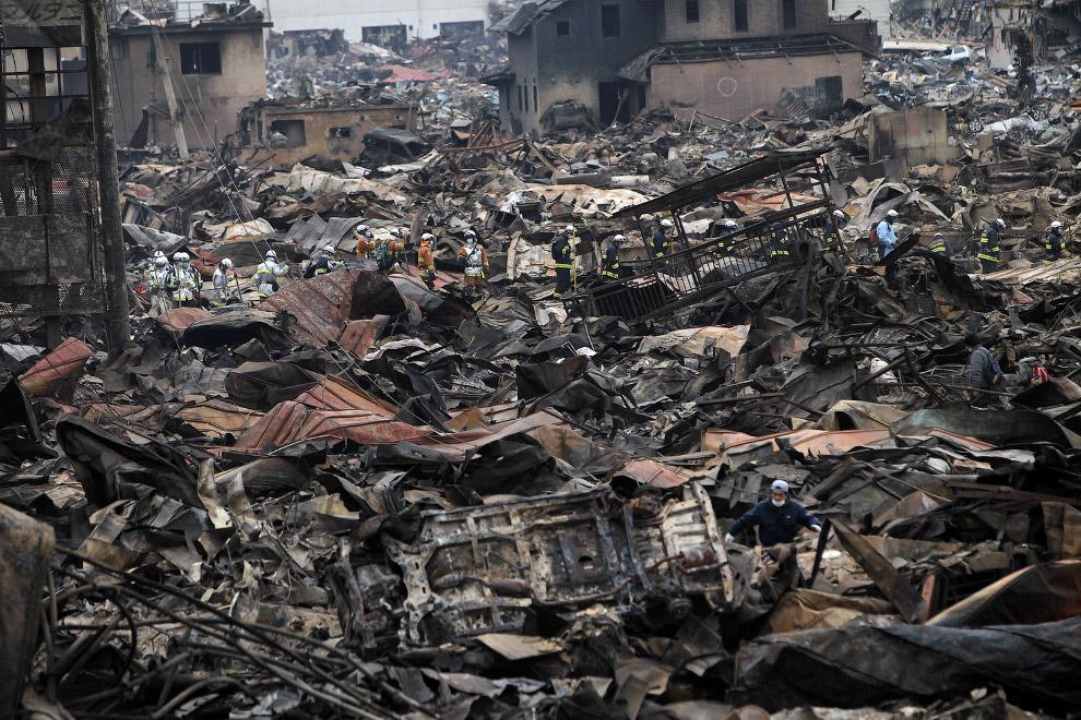 Жилой квартал 4 дня спустя землетрясения и цунами