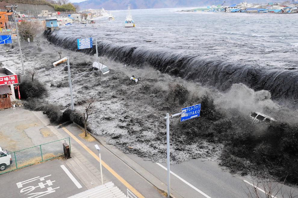 Один из самых зрелищных кадров начала наводнения в Японии, префектура Иватэ