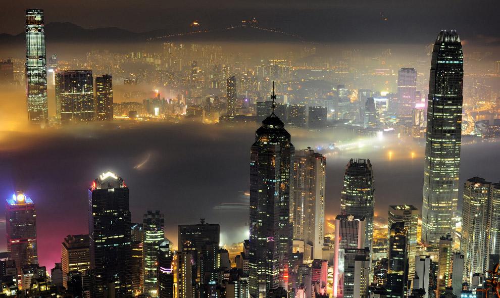 Ночной вид на бухту Виктория в Гонконге