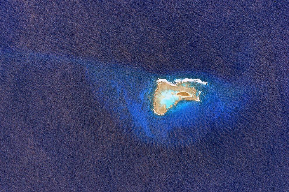 Крошечный остров в большом океане
