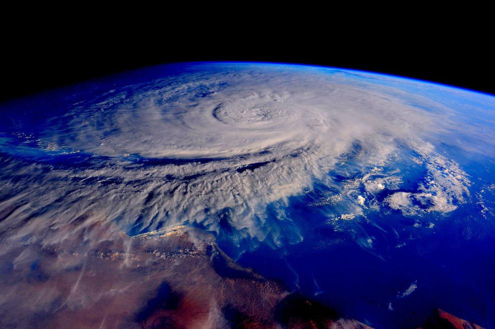 Тропический циклон Ashobaa в Омане