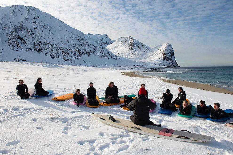 Инструктаж начинающих сёрферов на Лофотенских островах