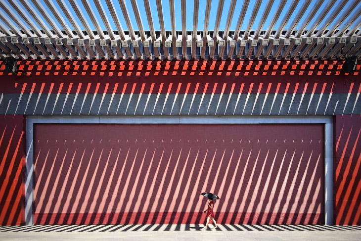 Дама в красном на красном, Китай
