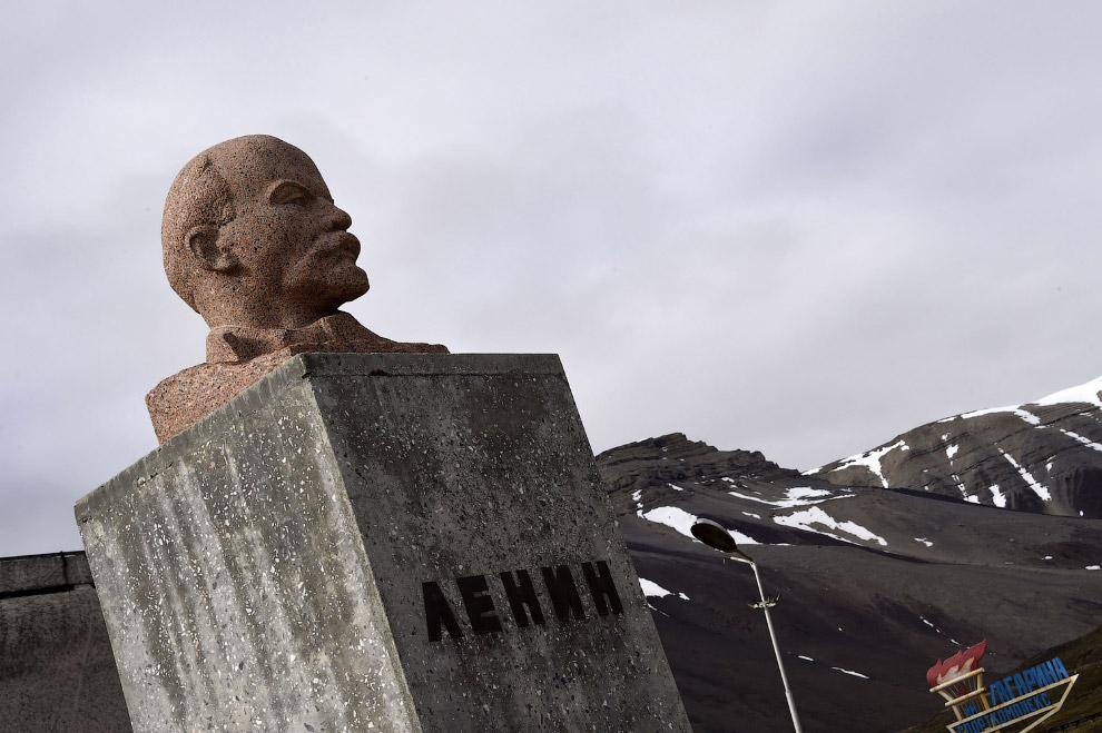 Дедушка Ленин в заброшенном российском поселке Пирамида на Шпицбергене