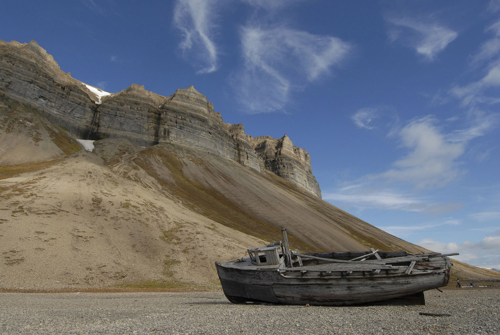 Старое деревянное судно