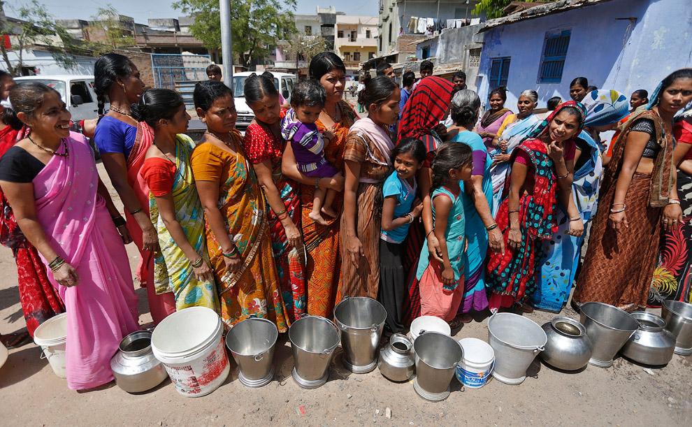 Очередь за водой в Ахмедабаде