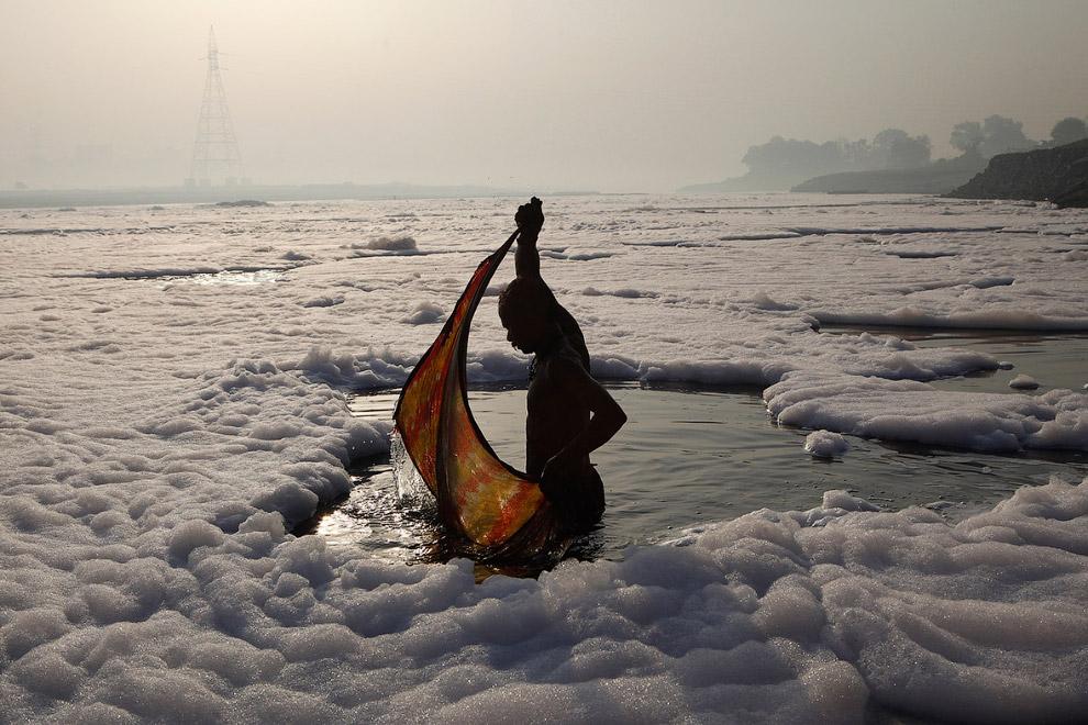 Стирка в реке Ямуна в Нью-Дели