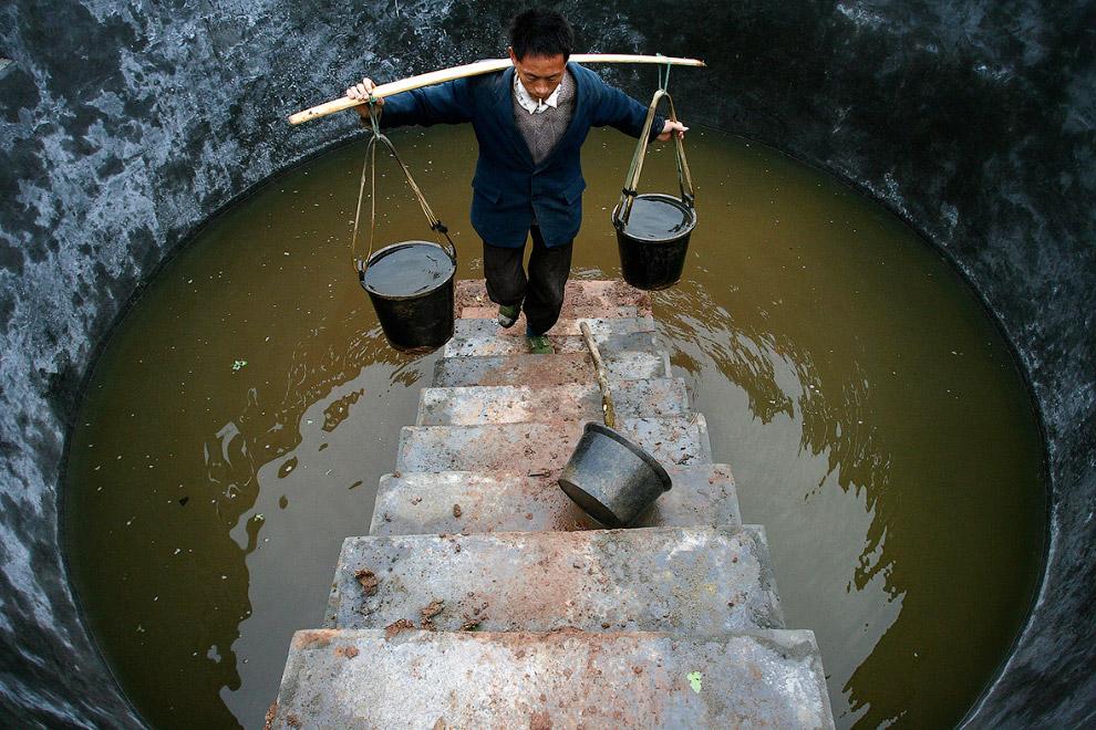 Сомнительный резервуар с водой на юго-западе Китая в провинции Сычуань