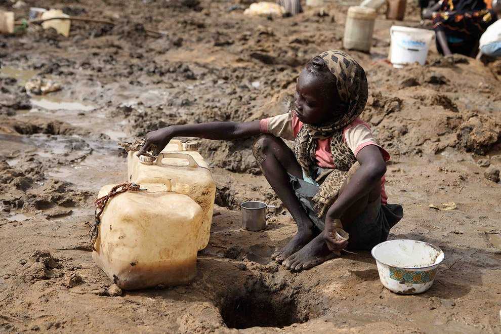 Набрала воды из ямы, Южный Судан