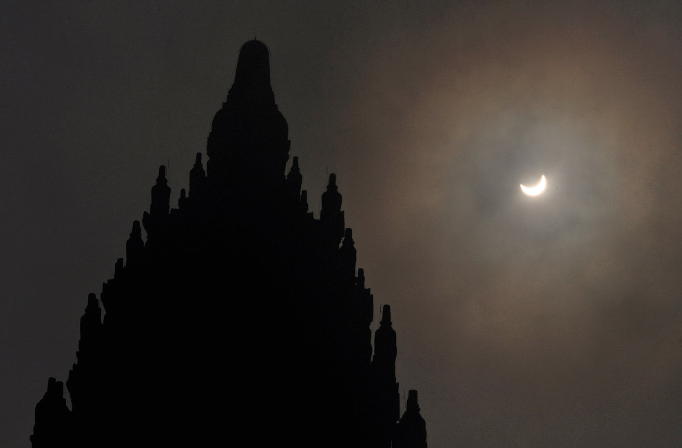 Солнечное затмение 2016 и комплекс раннесредневековых буддийских и индуистских храмов Прамбана́н