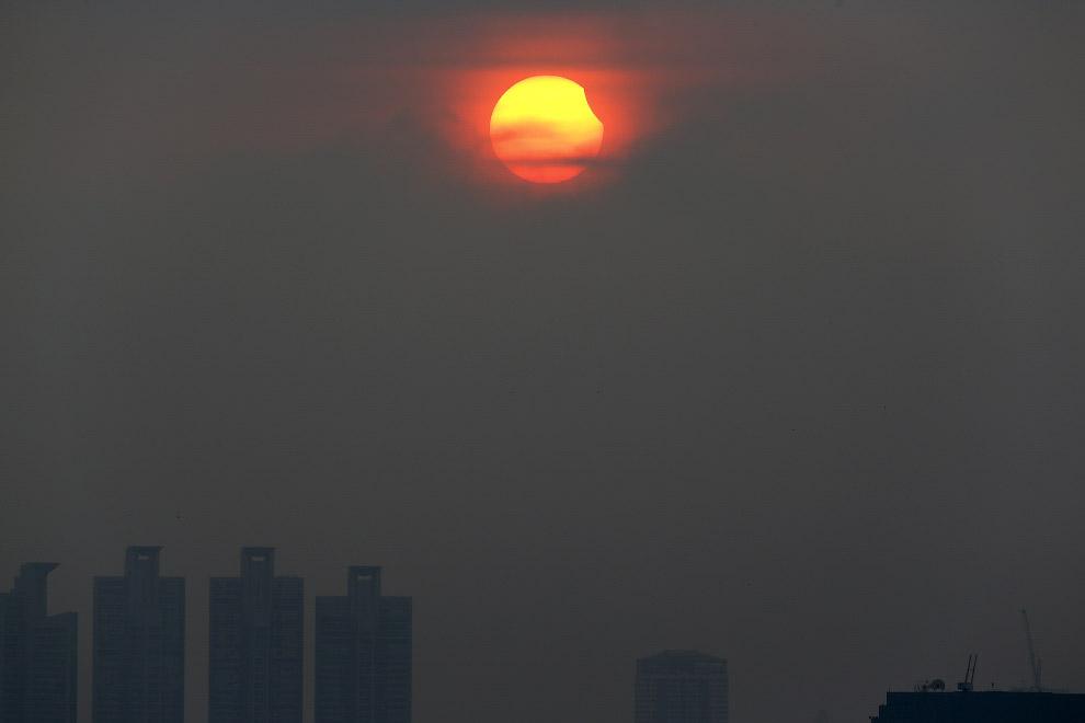 Частичное солнечное затмение в Бангкоке, Таиланд