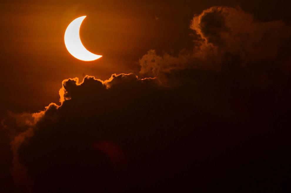 Затмение на острове Тернате, Индонезия