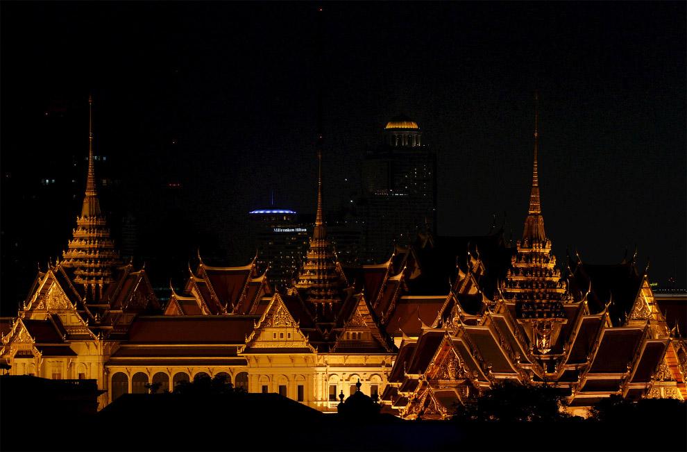 Большой дворец в Бангкоке, Таиланд во время Часа Земли 2016