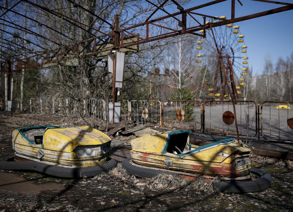 Заброшенный парк развлечений в центре Припяти