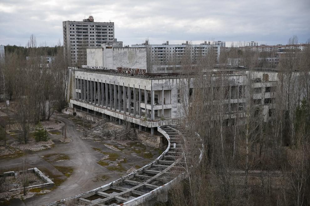 Вид на заброшенный город Припять
