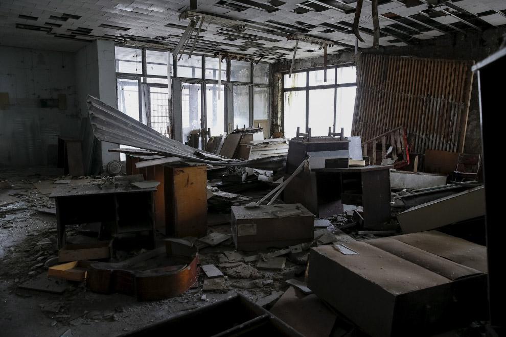 Внутри зданий царит хаос