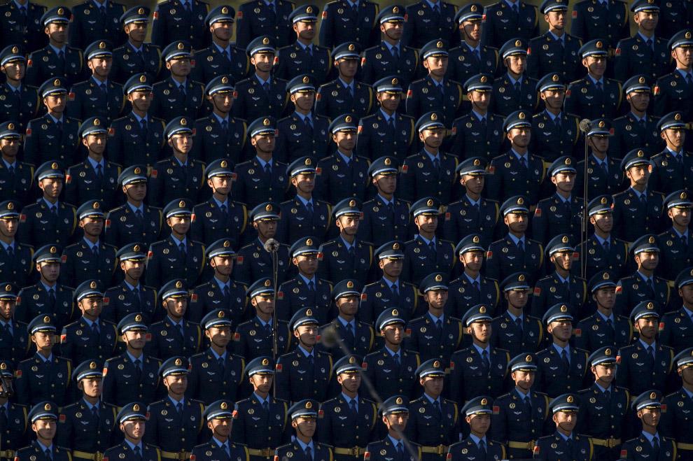 И снова китайские солдаты на военном параде в Пекине