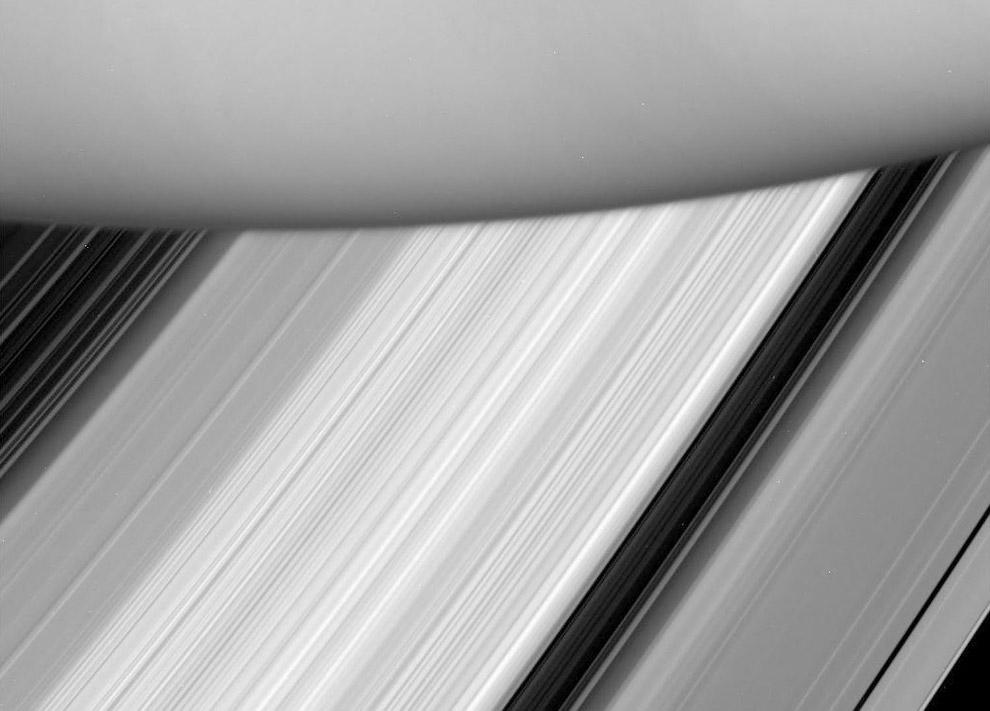 Поверхность Сатурна и его колец