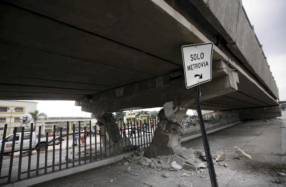 Не выдержал и рухнул мост  у берегов Тихого океана, Гуаякиль, Эквадор
