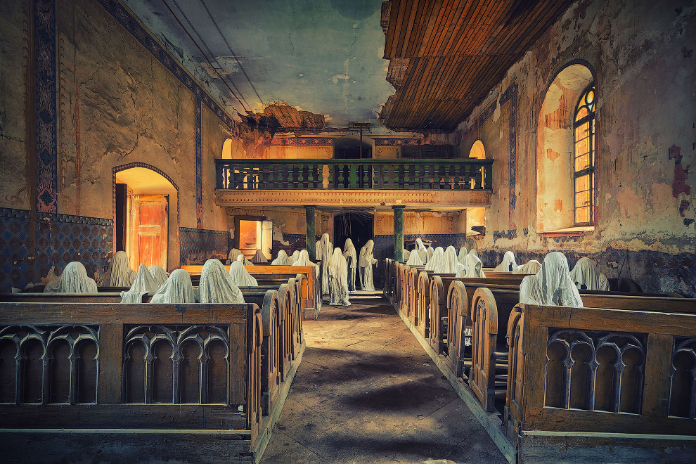 Призраки в церкви
