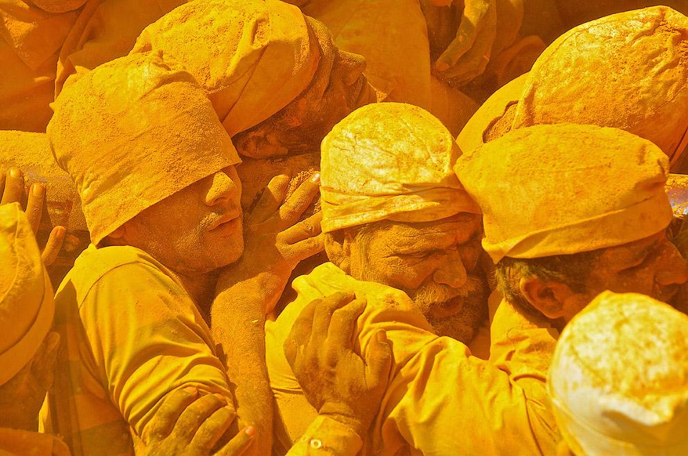 Фестиваль Шивы и желтый порошок. Махараштра, Индия