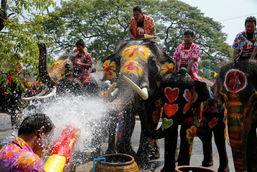 Сонгкран или тайский Новый год в Аюттхае, ТаиландСонгкран или тайский Новый год в Аюттхае, Таиланд