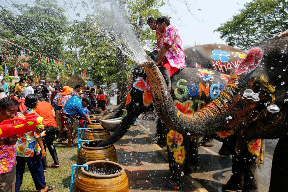 Сонгкран или тайский Новый год в Аюттхае, Таиланд